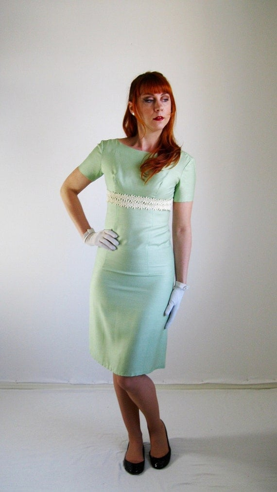 SALE- 1960s Dress. Mint Green Wiggle. Mad Men Office. Cocktail Dress Spring Wedding.  Pastel Fashion. Sexy Dress. Spring Fashion