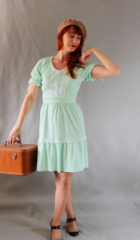 Sale- 1970s Dress. Mint Green. Spring Dress. Pastel Fashion. Lace Fashion. Boho Fashion. Office Fashion. Summer Dress. Size Medium