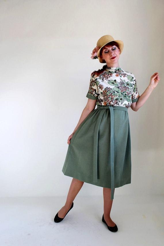 Sale- Vintage 1960s Floral Dress. Sage Green. Day Dress. Mad Men Fashion. Office Fashion. Fall Fashion. Spring Fashion. Size Large