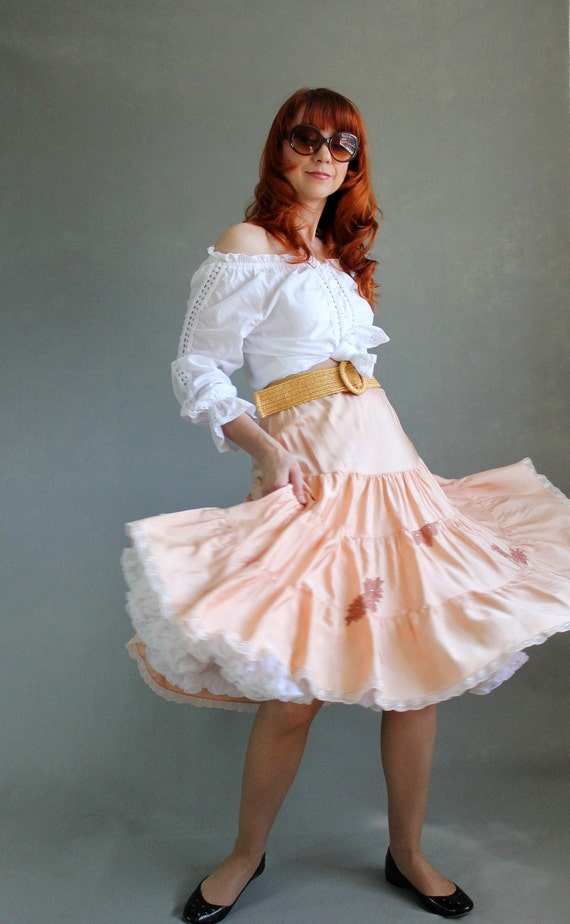 Sale- 1960s Skirt. Peach. Boho Fashion. Spring Fashion. Gypsy. Summer Fashion. Pastel Fashion. Hippie. Size Large