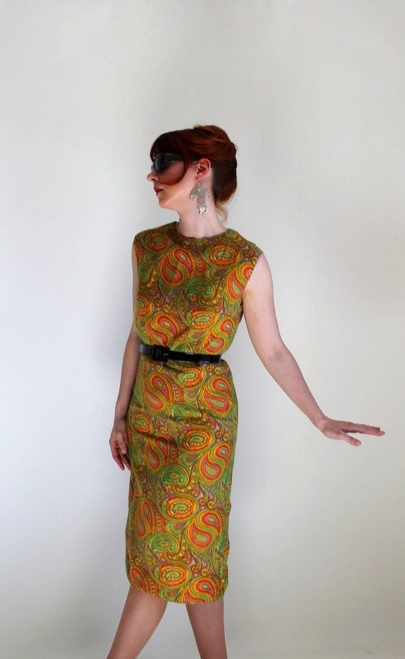 1960s Paisley Shift Dress. Wiggle. Green Orange. Mad Men . Mod. Cocktail Dress. Office . Garden Party Dress. Weddings. Summer. Size Medium