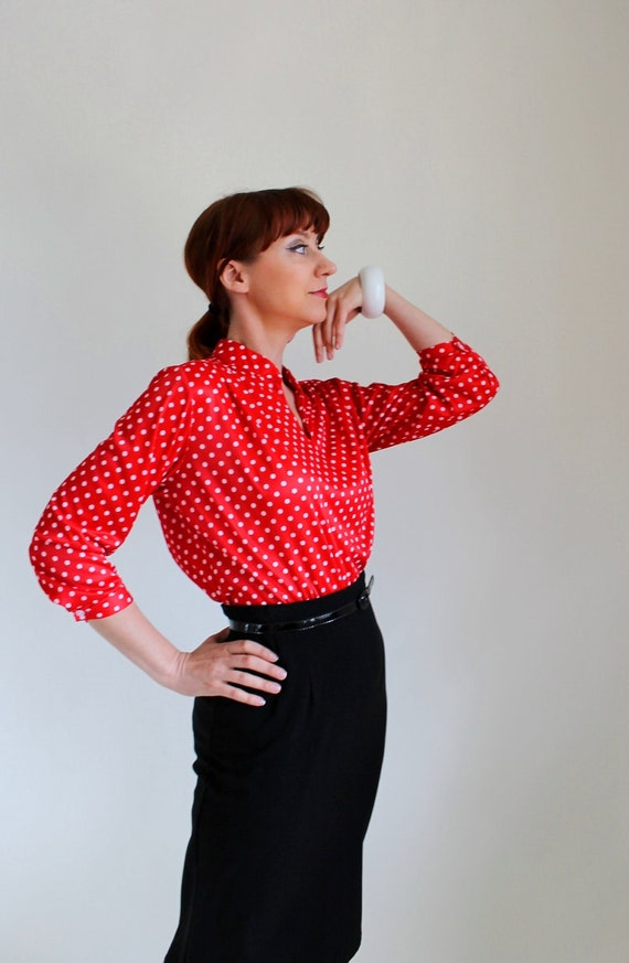 1970s Red Polka Dot Blouse. Mad Men Fashion. Office. Mod. Summer Fashion. Size Large