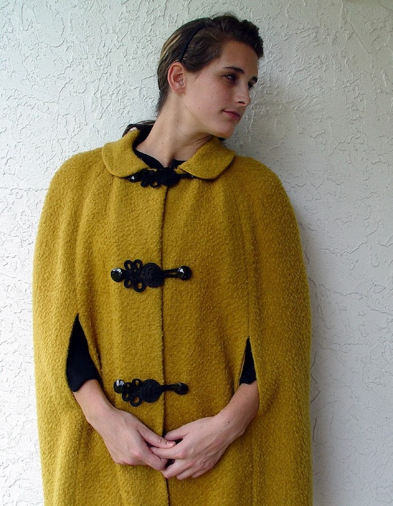 FINAL SALE 1960s Cape in Mustard M L XL Great Frog Closures