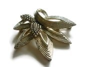 marboux brooch - signed 359 - silver toned 50s brooch in leaf motif