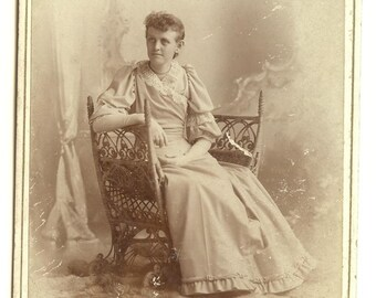 CABINET CARD PHOTO, Woman in Wicker Chair, Pratt's, Aurora, Ill., Antique Late 1800's, Vintage Photograph