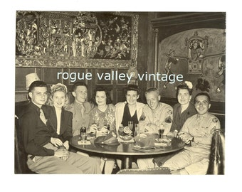 JADE LOUNGE HOLLYWOOD ,W.W. 2 Soliders with Girls, Vintage Souvenir Real Photograph and Folder