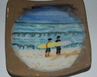 2 Surfers Walking Plate