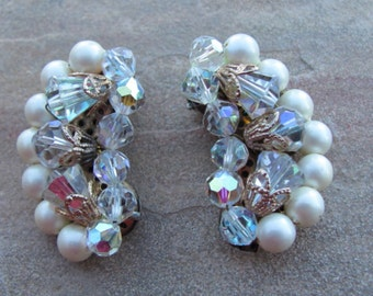 Gorgeous vintage 60s rhinestones and faux pearls clip earrings