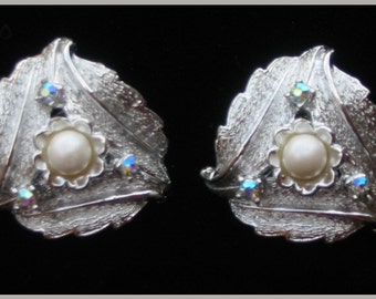 VINTAGE 1960s - Judy Lee Clip Earrings
