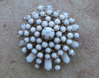 Vintage 60s - White Glass Pin -