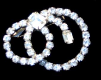 Vintage 60s- White Rhinestones Circular Pin
