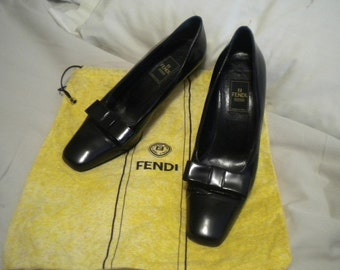 Black Bow topped Leather 1980's FENDI Pumps 8.5M
