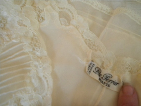 Pale Yellow DE PERRIER of Paris Chiffon and Nylon Vintage Nightgown - Large