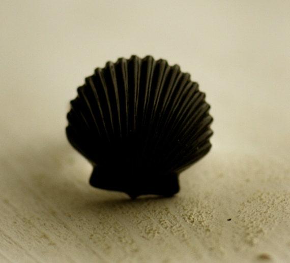 Black Seashell Ring / Vintage / Adjustable / Shell