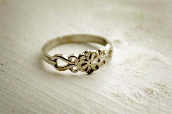 small flower band ring size 5 or 4.5