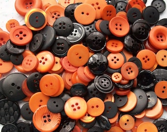 25  Orange and Black Button Mix ,  Halloween Colors - Crafting Buttons Jewelry Collect (562)