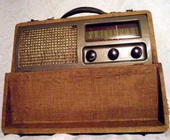 Ward Airline AC/DC AM Tube Radio