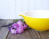 Vintage Mixing Bowl 1960s Pyrex LEMON YELLOW Kitchen Cooking 60s Mid Century