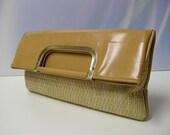 Vintage Clutch Purse Woven Tan Beige Nude Camel 1970 1970 mod retro Faux Leather wicker straw rafia tote hand bag handbag boho mad men brown