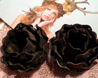 2 Vintage patina Blackened  Roses, metal roses,rose lamp part,vintage rose,old roses,black and rust roses,picture frame decor