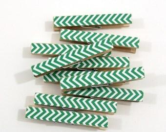 Clothespins.  Set of Ten. Kelly Green Chevron.