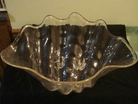 Decorative Lucite Acrylic Clam Shell Serving Bowl