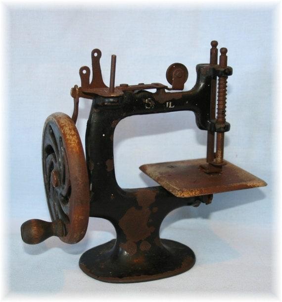 Antique Iron Hand Crank Wheel Sewing Machine