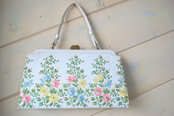 Vintage Cream Britemode Purse with Embroidery