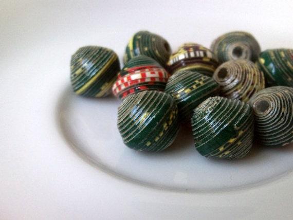11 paper beads - dark green -