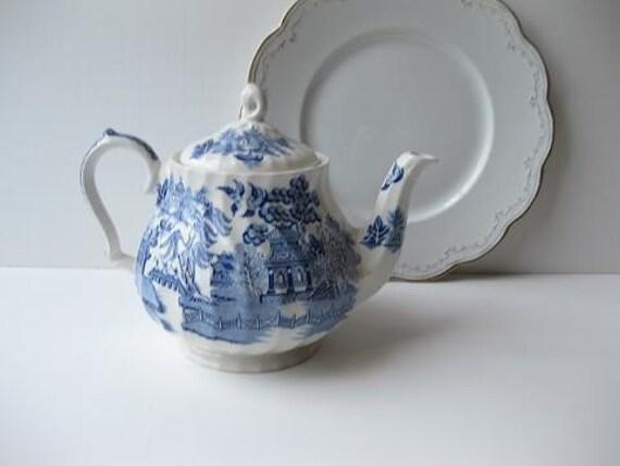 Vintage Classic Blue and White Asian Theme Sadler English Teapot