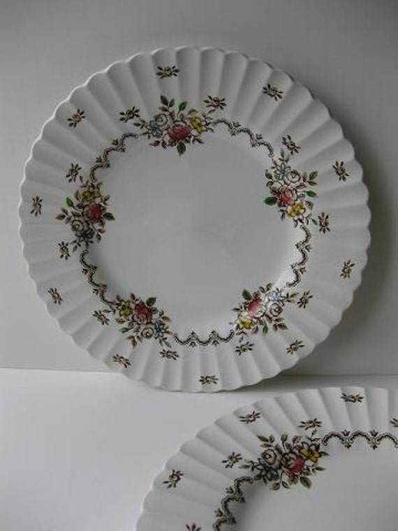 Vintage JG Meakin Classic White Chatsworth Floral Dinner Plates Set of Four