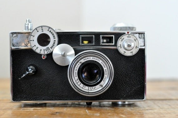 vintage argus c3 brick camera with leather case. Black Bedroom Furniture Sets. Home Design Ideas