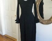 VINTAGE Black Ruffled Knit Maxi Dres (S-M)