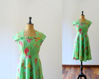 Vintage 1950s dress. 50s cotton dress. Green floral print 50s dress