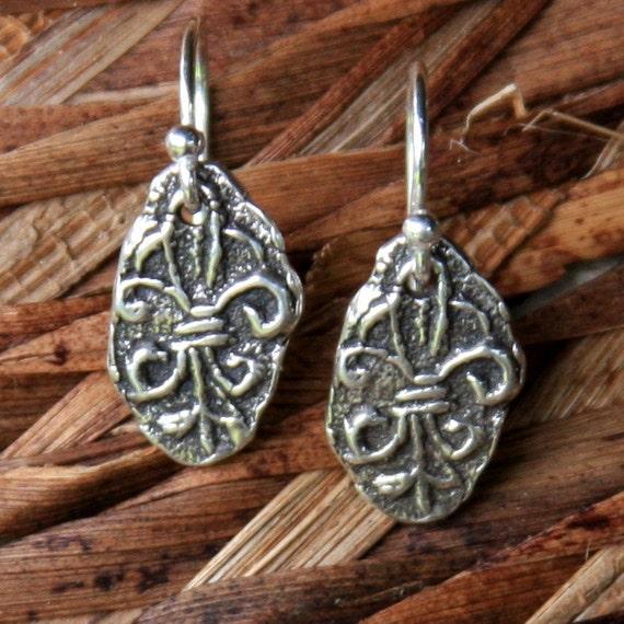 rustic fleur de lis earrings...