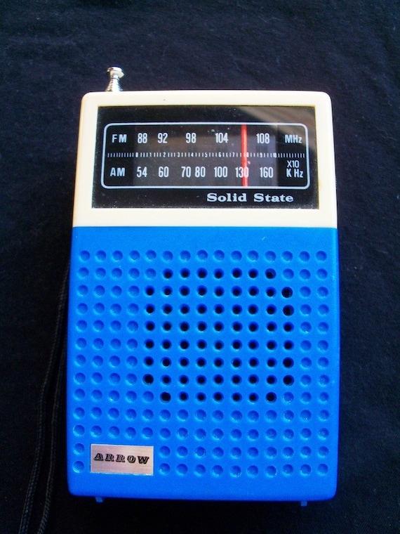 Vintage Arrow AM FM Transistor Radio in Blue