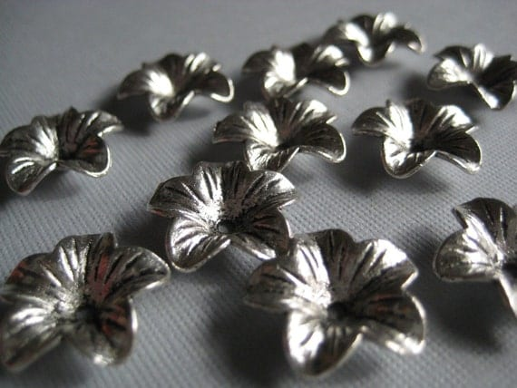 Silver Plated Flower Pendants Charms 8mm 5 pcs