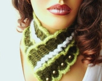 Handcrochet Green Neckwarmer, Scarf,  Adorned Beeds, Winter Accessories, Fall Fashion, Holiday Accessories