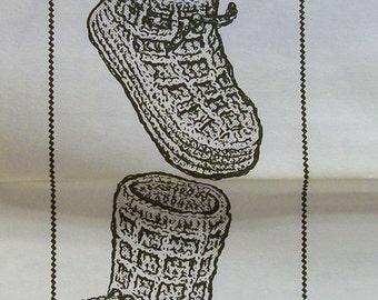 Vintage Crochet  Child's Bootie pattern Design 7439