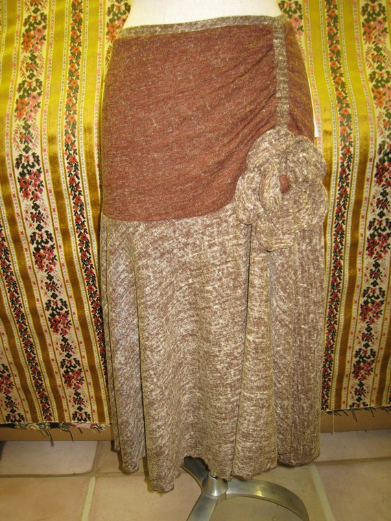Brown skirt with rose decoration (v14)