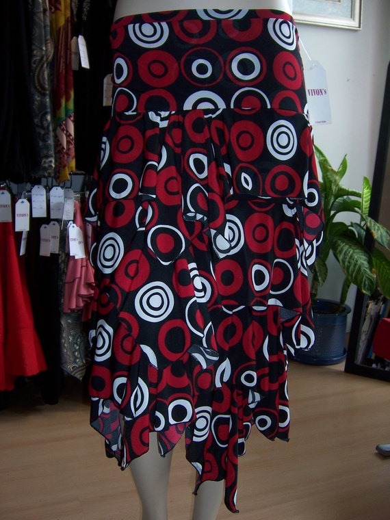 Geometric pattern print with red, black and white colors skirt(v8)