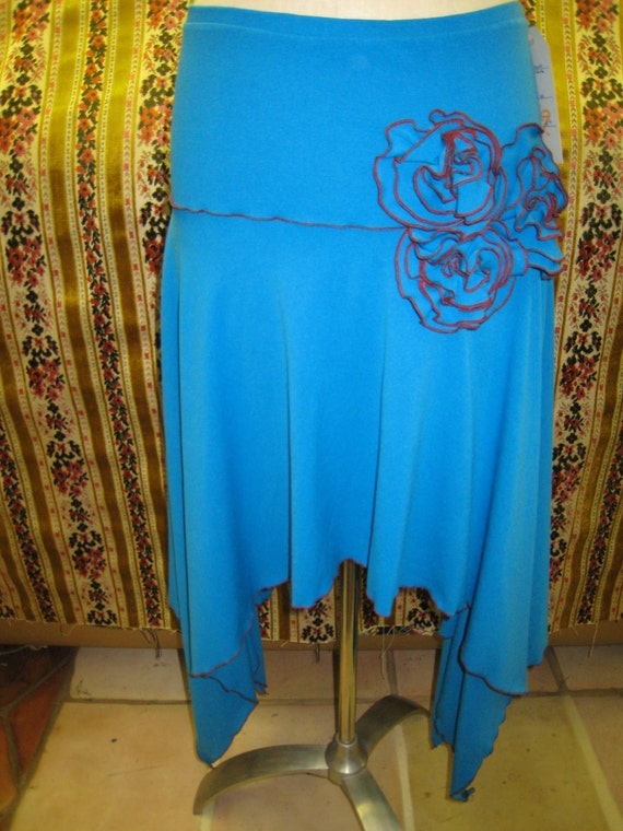 Parakeet color skirt with roses decoration and ruffled edging plus made in USA (v50)