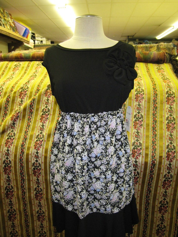 Black  and mix floral dress with rose decoration (v58)