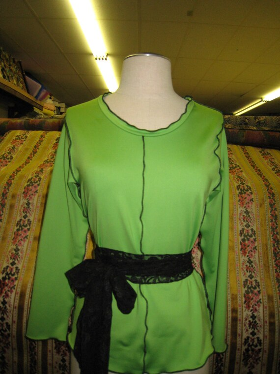 Kiwi green long sleeves top with a black belt plus made in USA (v121)