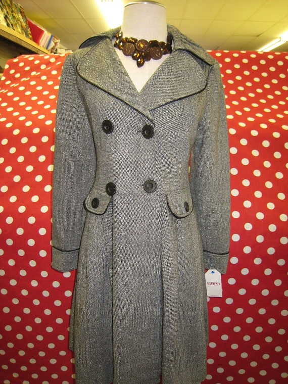 Dark gray color coat with buttons up front and two faked pockets decoration (c58)