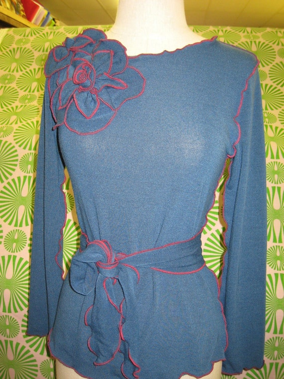 Blue color long sleeves top with 2 roses decoration and a belt for optional plus made in USA
