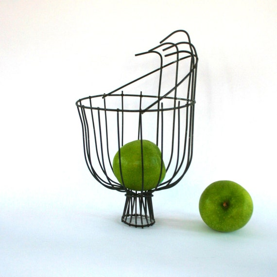 Vintage Industrial Wire Basket. Metal Apple Picking Basket. Modern Alternative Cornucopia. Farmhouse Thanksgiving Table Decor. Vestiesteam.