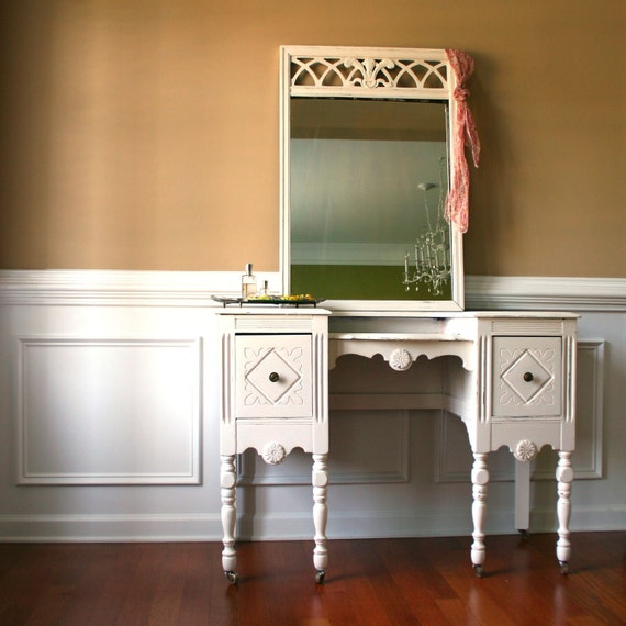1930s Vanity Desk and Mirror. Antique White. Cream. Bohemian Chic. Boudoir Closet. Fall Home Decor. Shabby Chic. Casters. Storage. eveteam.