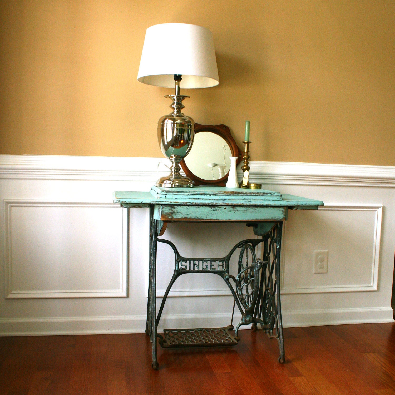 Vintage turquoise entryway table desk singer treadle sewing for Mesas para coser a maquina