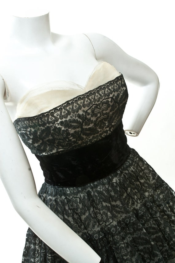 """HOLD Phoebe. 1950's Black lace dress with Cream Tulle and Velvet 24"""" Waist"""